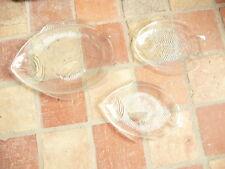 lot de 3 plats en verre moulé à décor de poissons