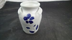 Williamsburg-Pottery-Double-Handle-Vase-or-Jug-with-Cobalt-Blue-Decoration-4-3-4