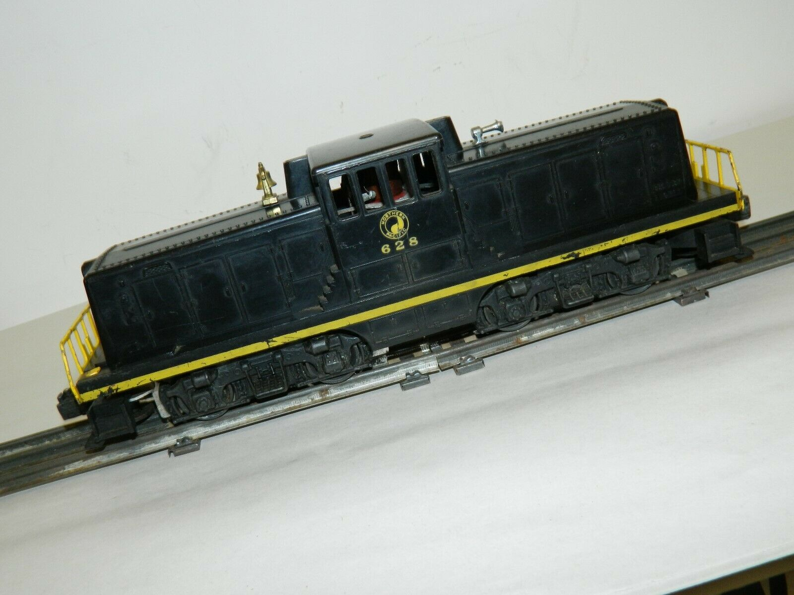 Vintage Original Lionel 628 Northern Pacific 44 ton Diesel Locomotive Runs Great