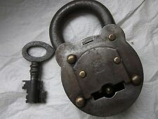Antikes massives Vorhängeschloss, Doppelbart Schlüssel