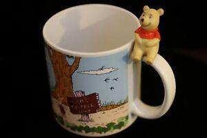 Winnie-the-Pooh-Disneyland-Ceramic-MUG-with-Bisque-Accent-Walt-Disney-Disneyana