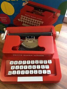 PETITE SUPER JUNIOR TYPEWRITER red VINTAGE RETRO COLLECTABLE BOXED dh