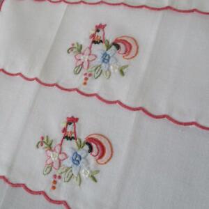 Set-4-Vintage-Sheer-Linen-Hand-Embroidered-Appliqued-COCKTAIL-Napkins-ROOSTERS