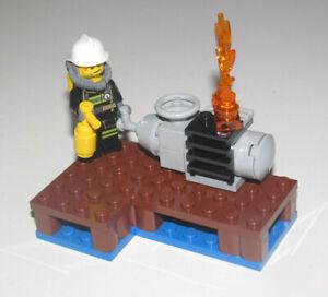 Lego-City-Minifig-Figurine-Pompier-Extincteur-sur-Quai-Moteur-en-Feu-NEW