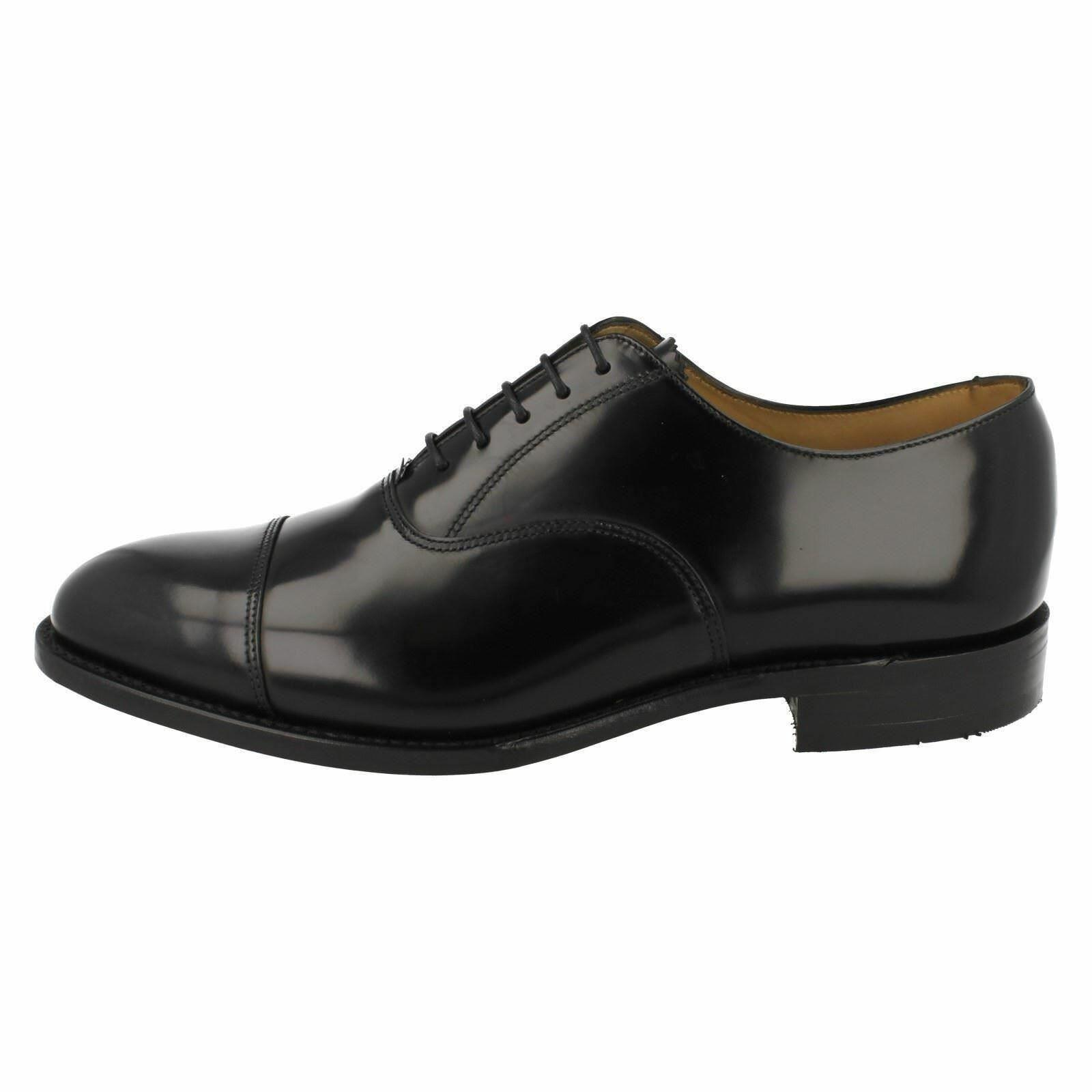 Mens 747B F fitting black leather toe cap lace up shoe by Loake £155.00
