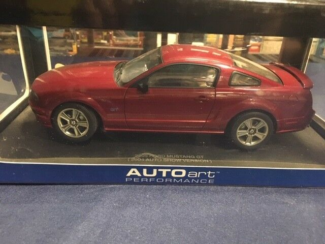 1 18 AUTOART 2005 FORD MUSTANG GT FIRE RED 73012