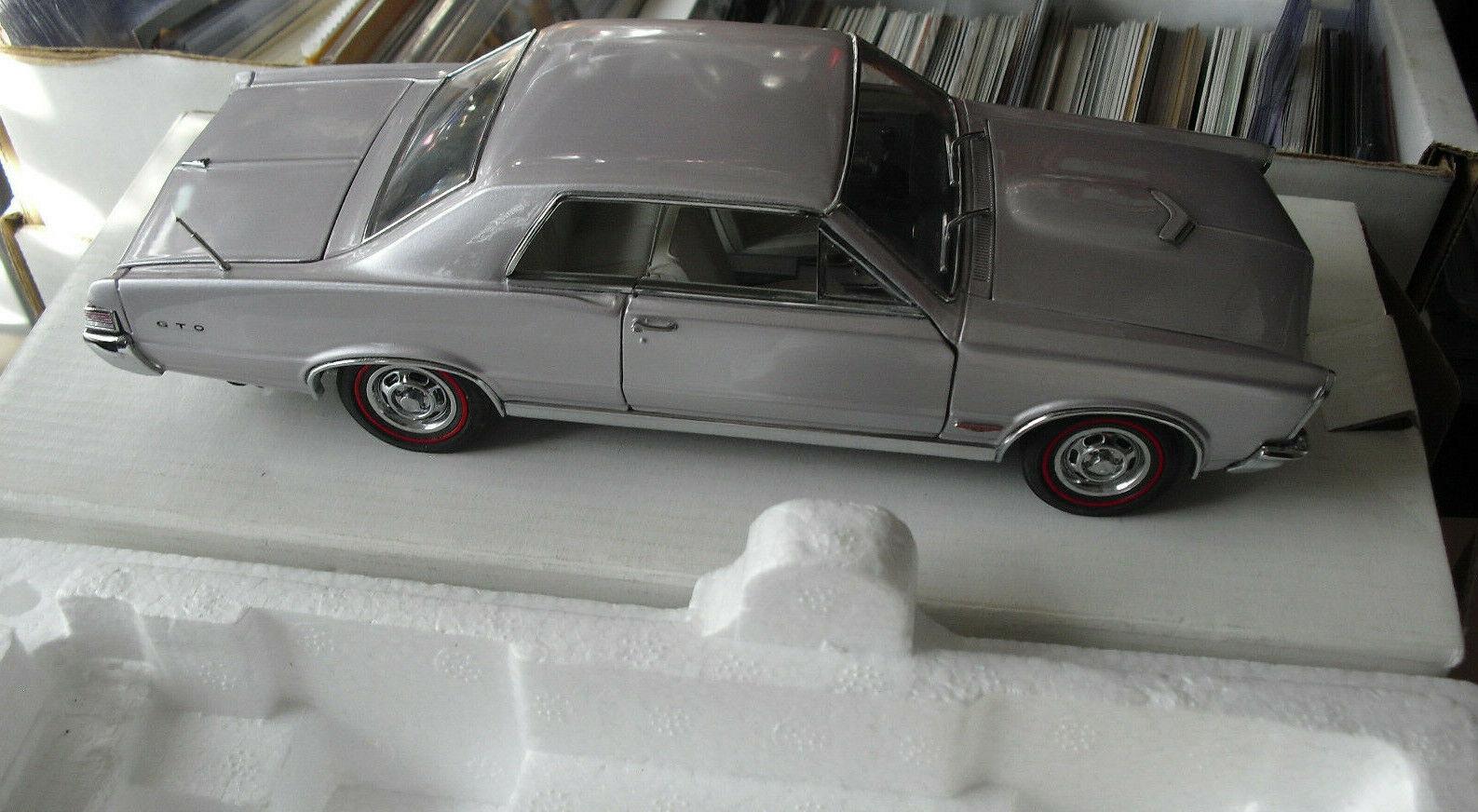 Tanbury 1  24 1965 Pontiac GTO auto caja de menta morada