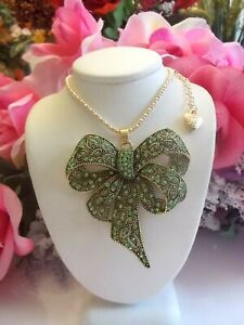 BETSEY-JOHNSON-LOVELY-LARGE-GREEN-CRYSTAL-INLAY-BOW-PENDANT-CHAIN-NECKLACE