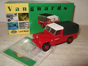 Vanguards-VA07600-Land-Rover-Series-11-pour-Midland-Rouge-en-1-43-echelle