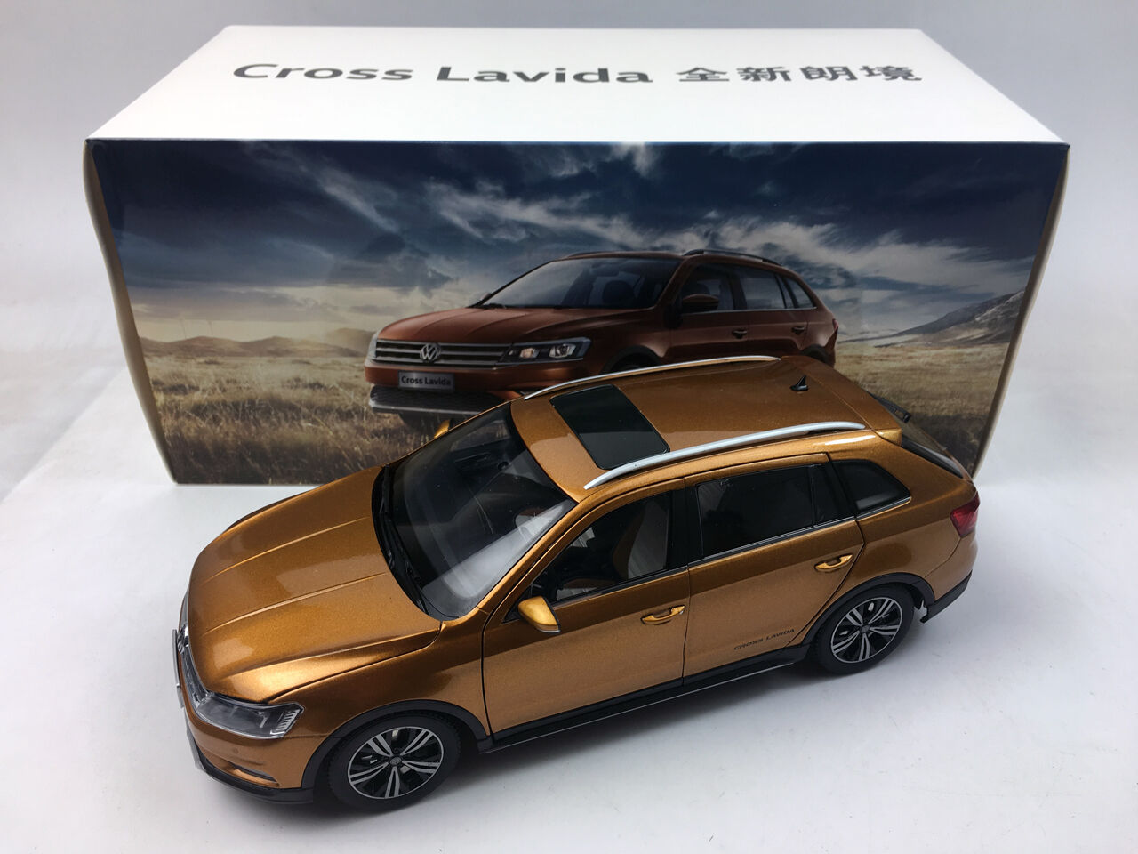 1:18 Shanghai Volkswagen Cross Lavida 2015 marrone Die-Cast Metal Model