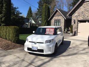 Toyota SCION xb - white