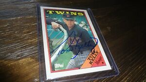 1988-TOPPS-TOM-KELLY-AUTOGRAPHED-BASEBALL-CARD