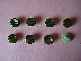 8 boutons plastiques 11 mm 1 trou CT5C12b vert