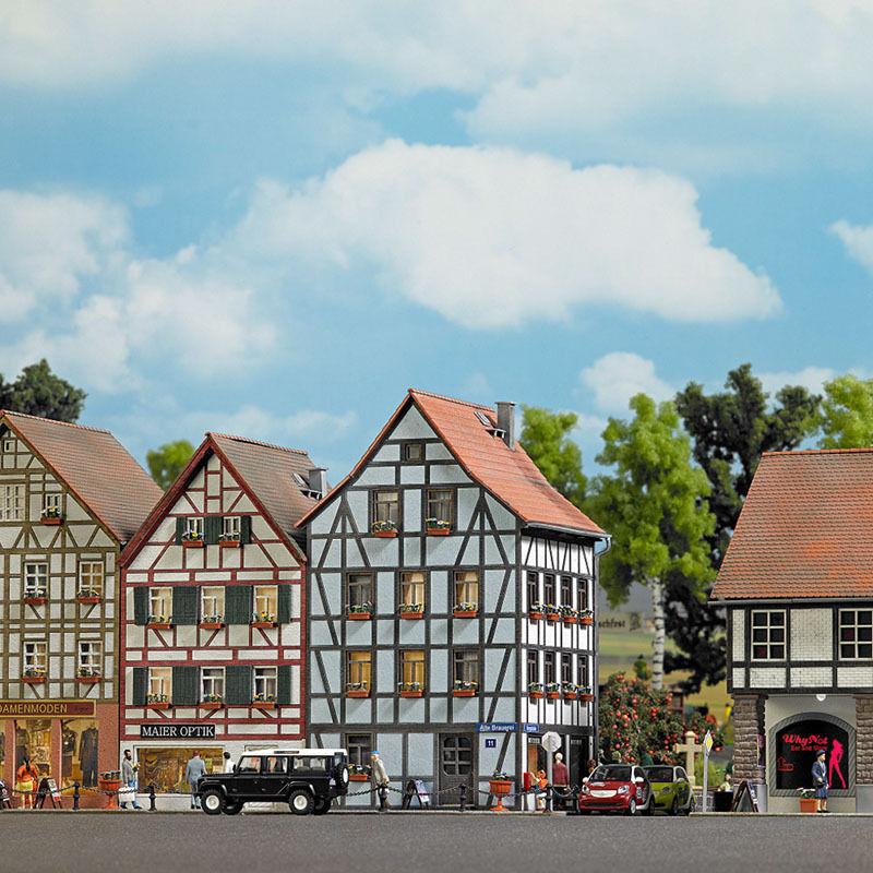 Busch 1536, Vieille Ville Eckhaus, H0 BâtiSiets Kit de Construction 1 87