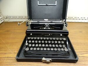 Vintage Royal Model O Portable Typewriter With Case # 0-583428 - WORKS GREAT!