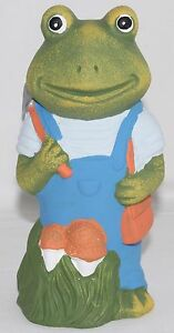 Clothed-green-FROG-Garden-Ornament-holding-bag-19cm-gnome-NEW