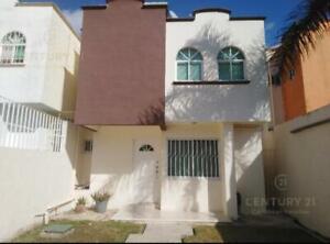 Venta Casa con Terreno Excedente en Privada, Cancun Sur C2648