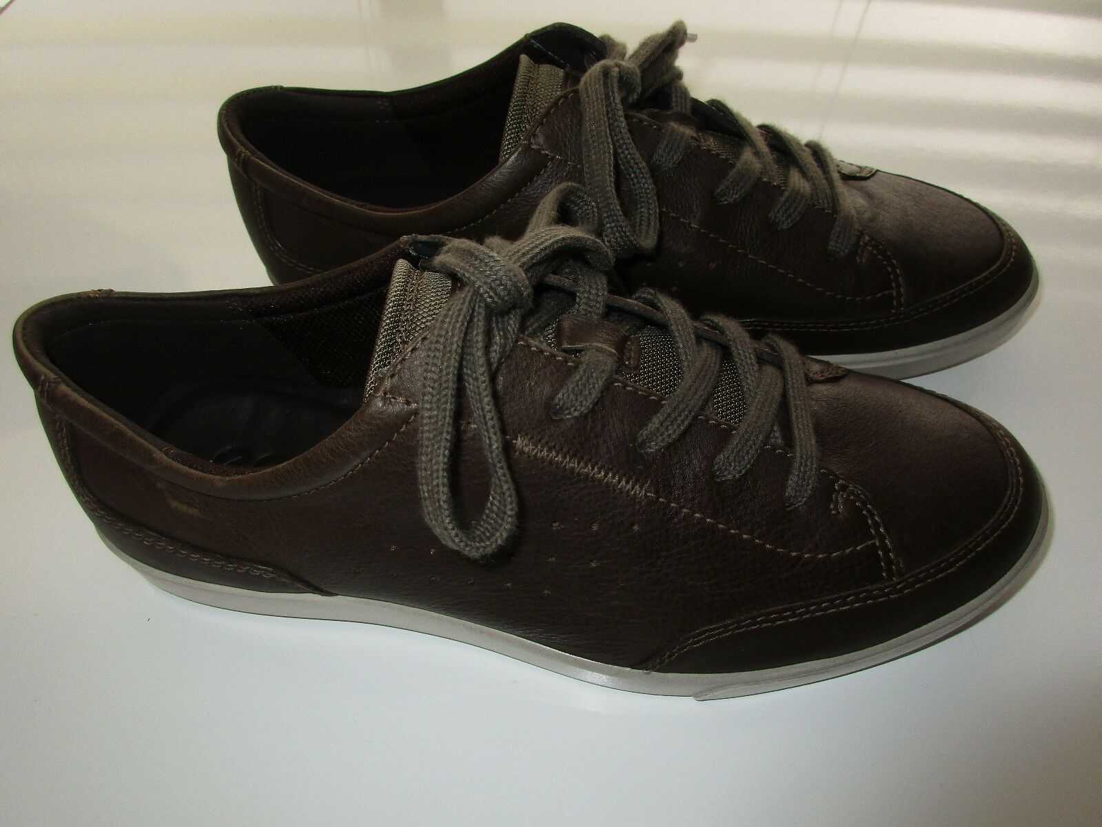 "ECCO Side Perforated Grain Leather Men Comfort Sneaker Brown 8M (10"" feet) U110"