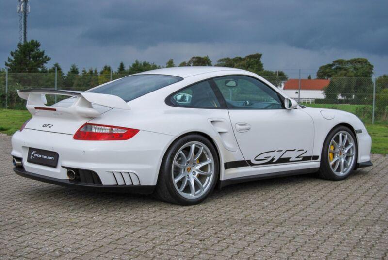 Porsche 911 GT2 Coupé - 12