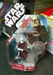 Star-Wars-30th-Ann-Clone-Trooper-Hawkbat-Battalion-Figure-with-coin-Carded