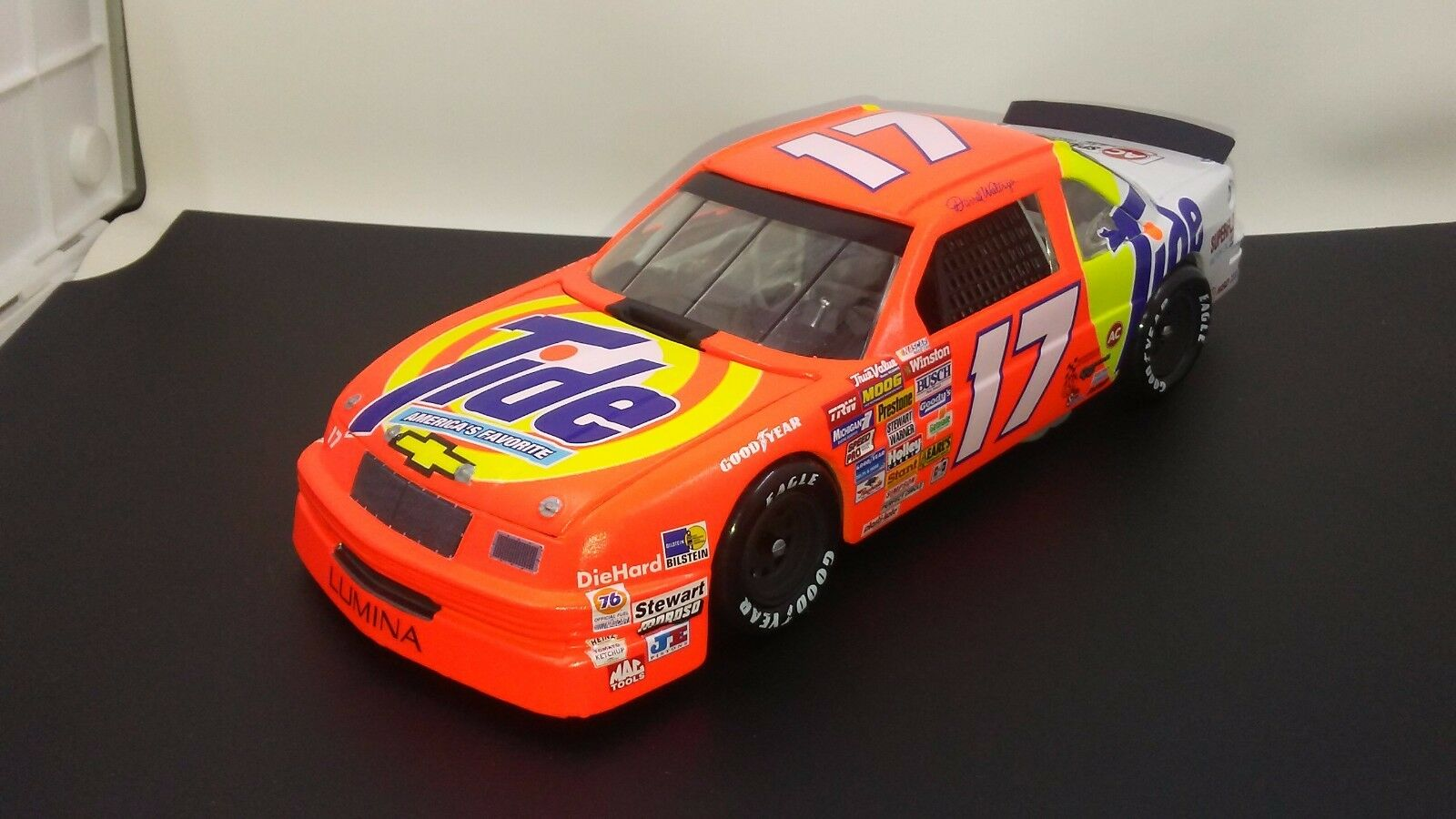 RARE 89-90 Darrell Waltrip NASCAR WINSTON CUP  17 Tide 1 24 REVELL Diecast