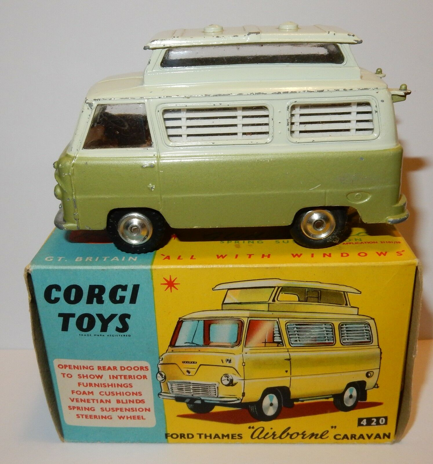 RARO CORGI TOYS FORD THAMES AIRBONE CARAVANA verde 2 TONOS 1962 1 43 REF 420 EN