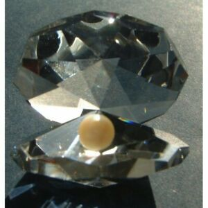 Crystal-World-Cut-Glass-Octagonal-Oyster-Ornament-With-Crystal-Pearl