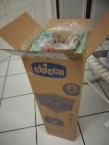 Chicco Box Open Pieghevole per Bambini colore verde con 4 maniglie colorate