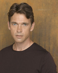 Scott-Dougray-Desperate-Housewives-24382-8x10-Photo