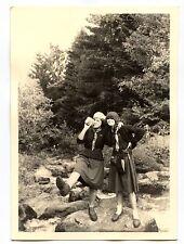 2 jeunes filles en Jeannette scout Lac Noir Orbey photo ancienne amateur 1950 60