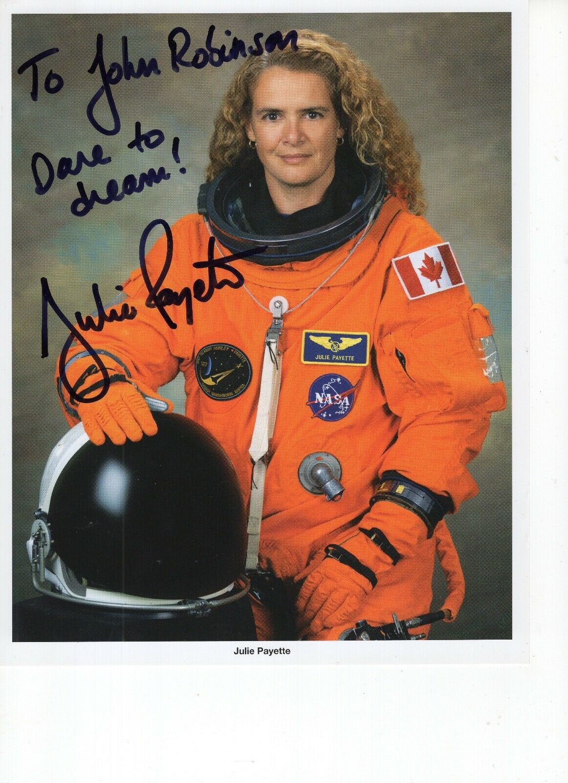 s l1600 - JULIE PAYETTE autographed 8x10 color photo         BEAUTIFUL CANADIAN ASTRONAUT