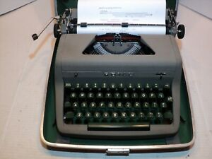 Vintage Royal Quiet DeLuxe typewriter with case