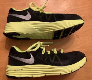 immaginare veloce diapositiva  NIKE LUNARLON Boys 2 Youth Tennis Shoes Lime Green Black NEW | eBay