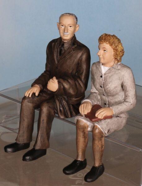 2019 Nouveau Style Bachmann Scenecraft 22-195, Piste G/échelle 1:22,5, Homme Et Femme, Assis Dans La Douleur