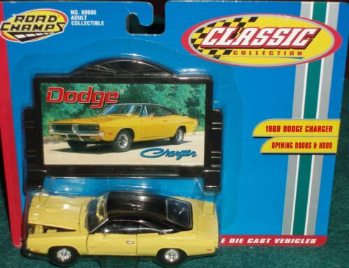 ROAD CHAMPS 1969 DODGE CHARGER YELLOWBLACK w BILLBOARD 143 O Scale