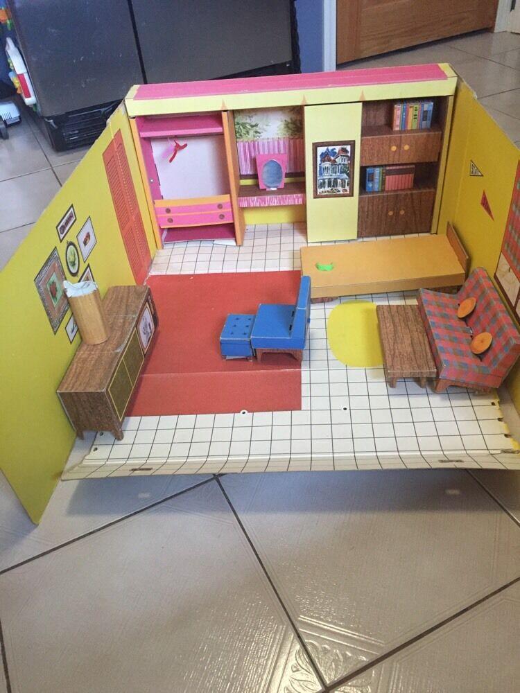 Vintage 1952 Mattel Barbie Barbie's Dream House Cardboard with case very rare