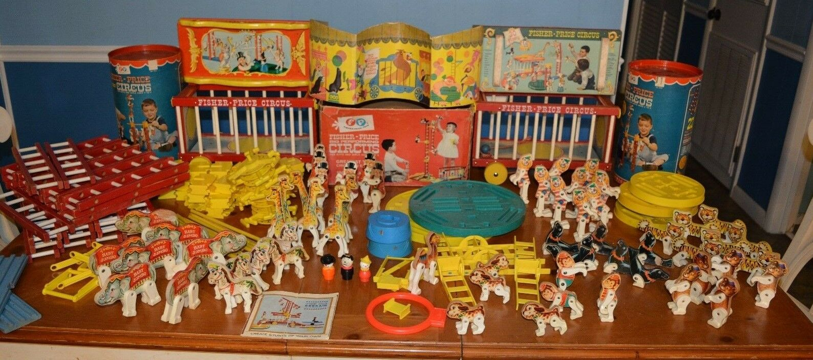 HUGE LOT OF 1963 FISHER PRICE JUNIOR CIRCUS   900 &   902 PIECES WAGONS & MORE