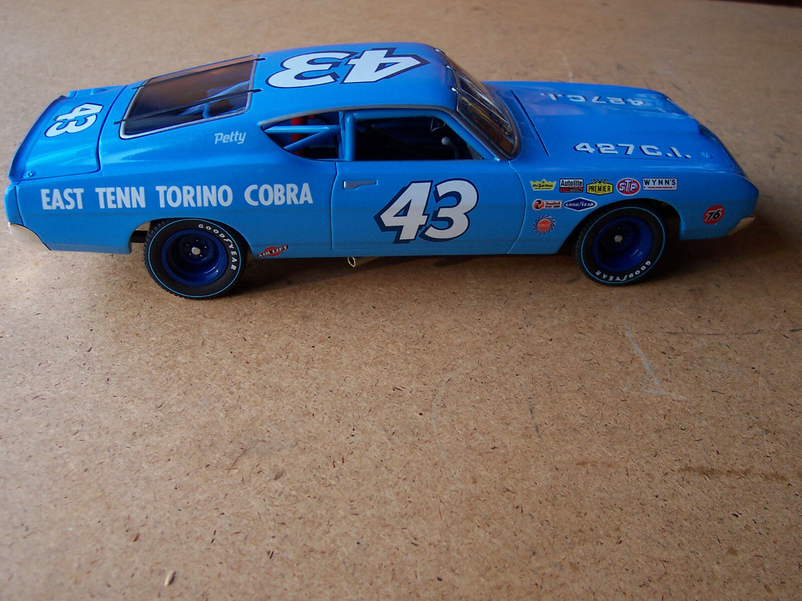 43 RICHARD PETTY AUTOGRAPHED SIGNED 1969 427 TORINO 1 24 DIE CAST NASCAR