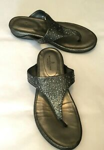 Bandolino-Women-039-s-Shoes-Silver-w-Rhinestones-Flip-Flop-Sandal-1-034-Heel-Size-7M