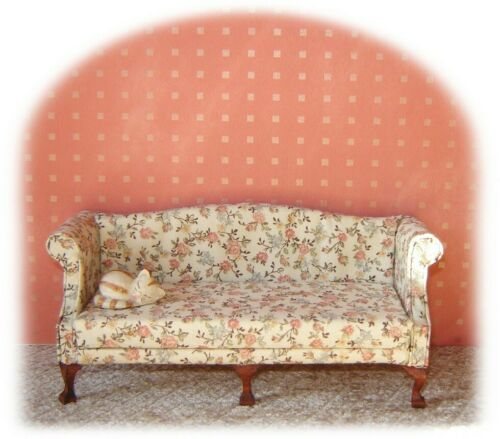gold on apricot dolls house wallpaper