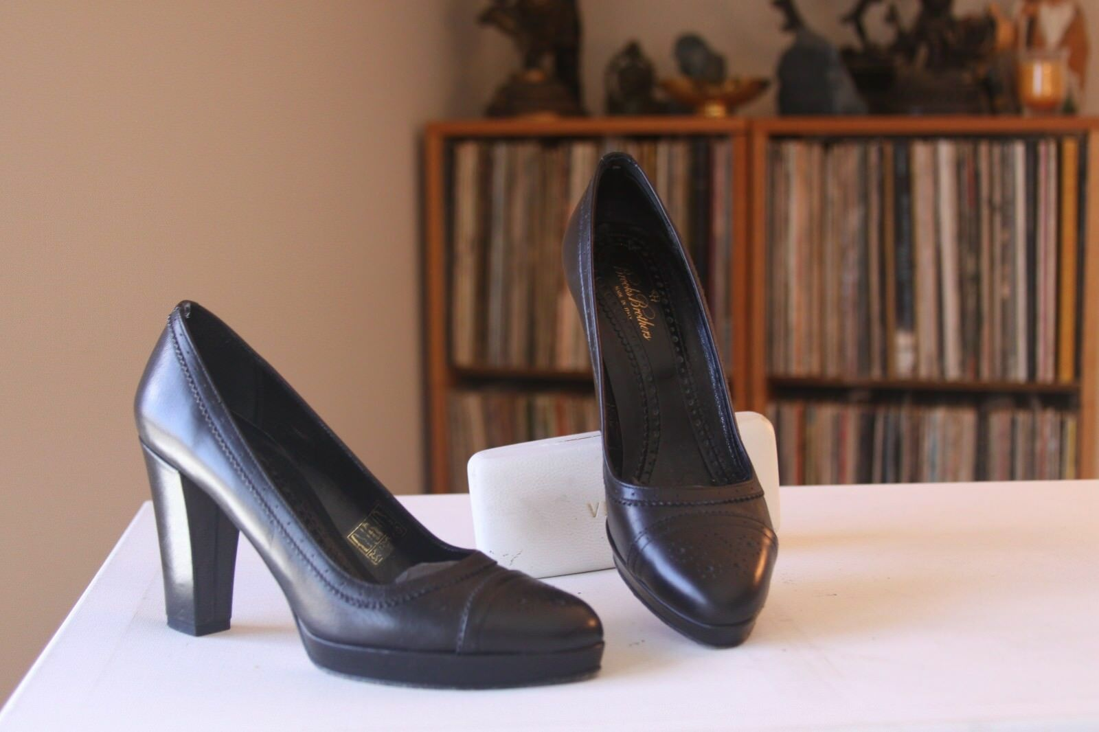 Brooks Brothers Black Leather 3 3 Leather 1/2 Inch Heel Brogue Pumps Size 6 Made In Italy 9d5344