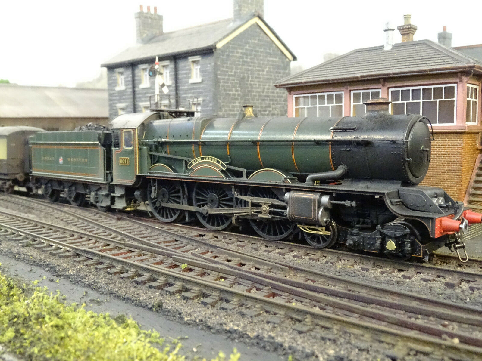 HORNBY GWR KING JAMES 1 6011 (DETAILED LINESIDE WEATHErot) R3331