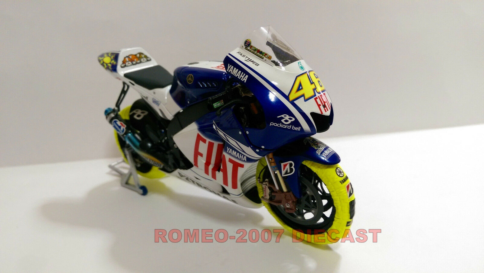 1 12 Minichamps Valentino Rossi Yamaha YZR M1 2009 + Tyre Warmers Set RARE NEW