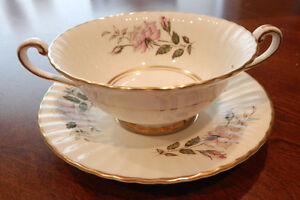 PARAGON-H-M-THE-QUEEN-amp-H-M-QUEEN-MARY-034-MADISON-034-CREAM-SOUP-BOWL-amp-SAUCER-SET-S
