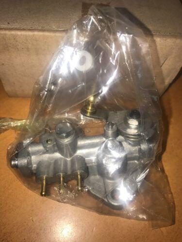 Suzuki V6 Outboard Oil Pump Assembly DT175 DT200 175HP 200HP  16100-88D10