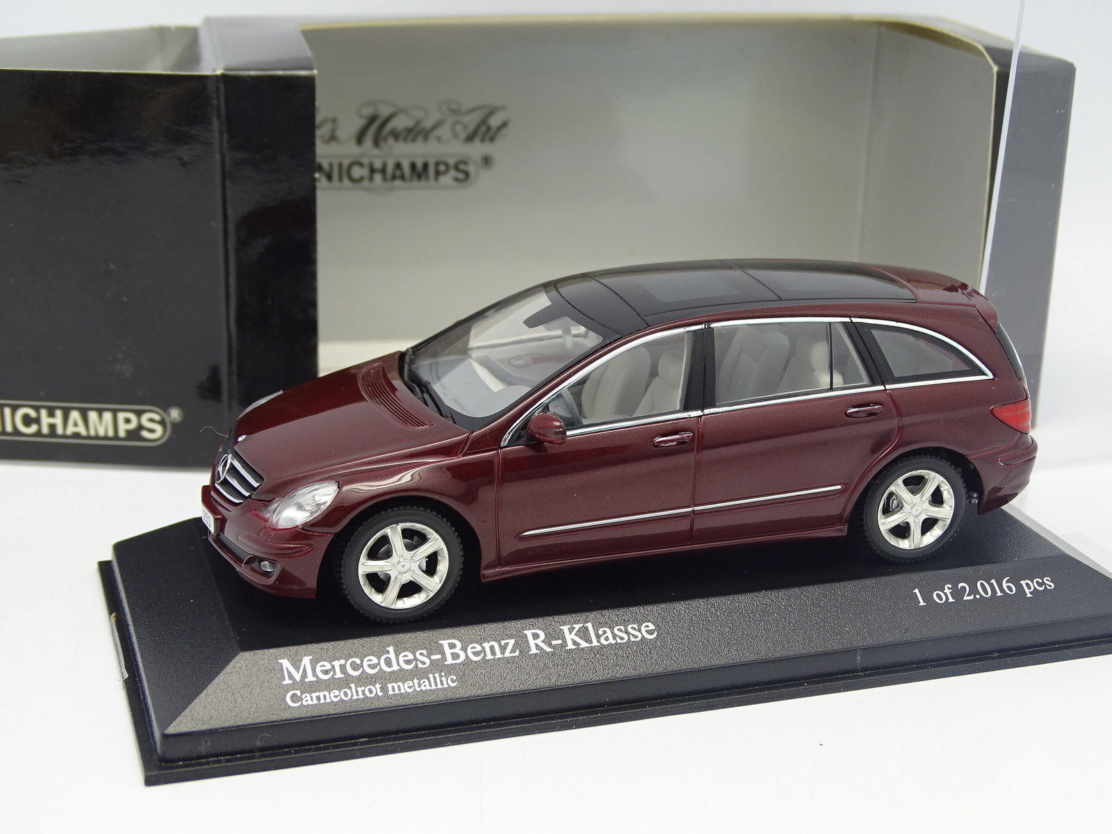 Minichamps 1 43 - Mercedes Classe R red