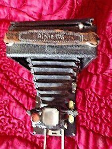 Ancien-appareil-photo-a-soufflets-ALPHA-175