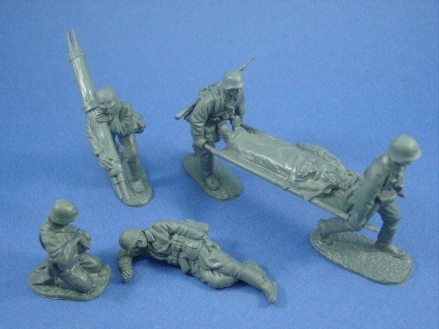 WWII German Medic Set Stretcher Bearers Casualties 6 Toy Soldiers CTS FREE SHIP