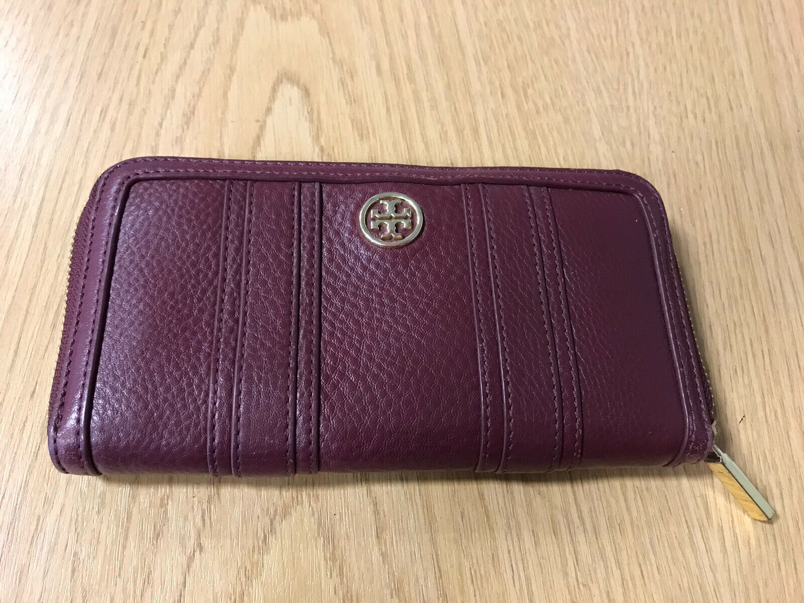 (S/C Newcastle) Tory Burch burgundy Zip Up Ladies Purse With Inner Card / Money