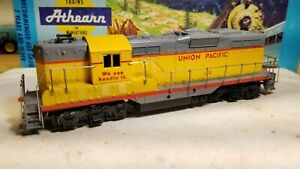 Athearn-Union-Pacific-gp9-Switcher-Locomotive-train-engine-HO